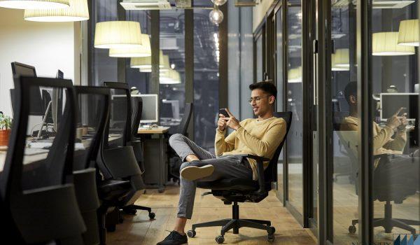 تعویض چرخ صندلی اداری در محل